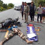 ชายวัย 57 ปี ขี่รถจักรยานยนต์เสียหลักข้ามเลนชนรถยนต์กระบะเสียชีวิต