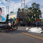 หญิงวัย 62 ปี ขี่รถจักรยานยนต์ไปซื้อโจ๊กให้หลาน ถูกรถบรรทุกชนเสียชีวิตกลางถนน