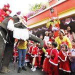 ช้างอยุธยา แปลงโฉมเป็นซานต้าร่วมสร้างสุขให้นักเรียน ต้อนรับวันคริสต์มาสและเทศกาลปีใหม่