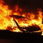 ตำรวจสายสืบหลับในขับเก๋งตกถนนไฟลุกท่วมพลเมืองดีลากตัวออกจากรอดตายหวุดหวิด